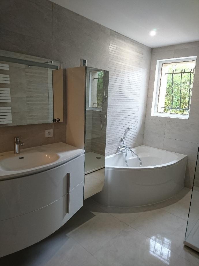 Rénovation complète de salle de bain par Le Comptoir des Artisans