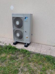 Pose d'une pompe à chaleur aérothermique par Le Comptoir des Artisans